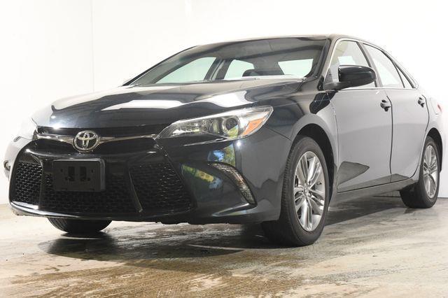 The 2017 Toyota Camry SE photos