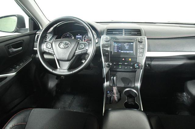 2017 Toyota Camry SE photo