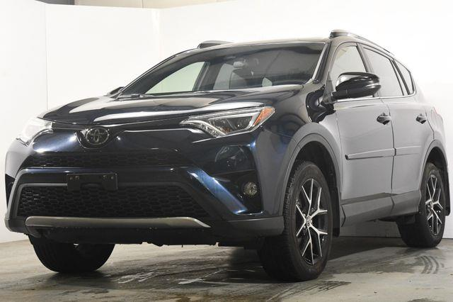 The 2017 Toyota RAV4 SE photos