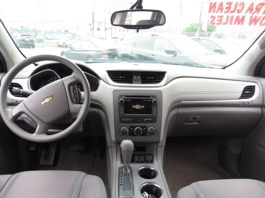 Used Chevrolet Traverse FWD 4dr LS w/1LS 2017 | NJ Used Cars Center. Irvington, New Jersey
