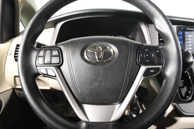 2016 Toyota Sienna LE AWD photo