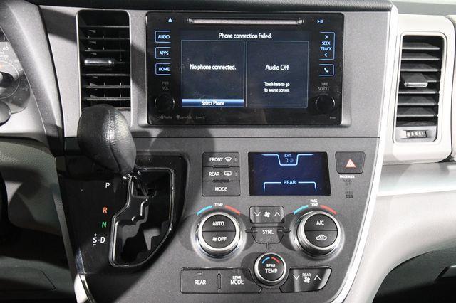 2017 Toyota Sienna LE 8 Passenger photo