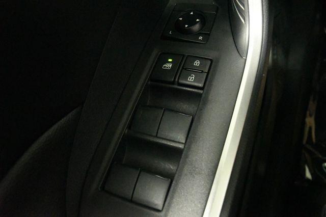 2019 Toyota RAV4 XLE photo