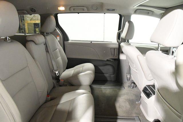2017 Toyota Sienna XLE Premium photo