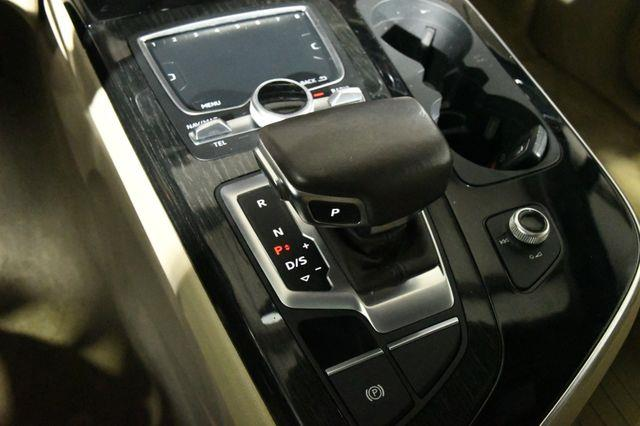 2017 Audi Q7 Premium Plus w/ Virtual Cockpi photo