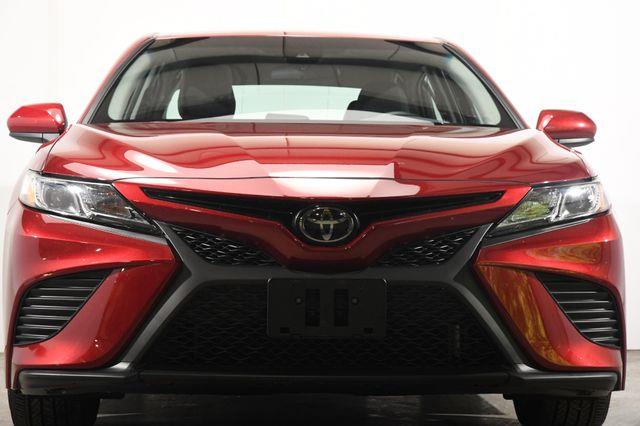 2018 Toyota Camry SE photo