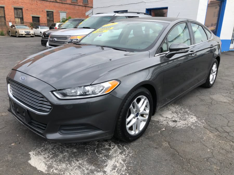 The 2016 Ford Fusion 4dr Sdn SE FWD photos