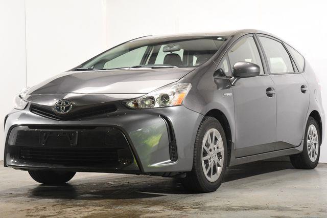 2017 Toyota Prius v Three photo