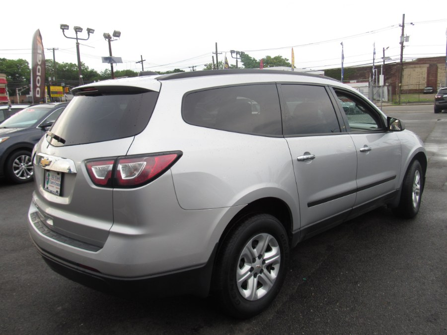 2017 Chevrolet Traverse AWD 4dr LS photo