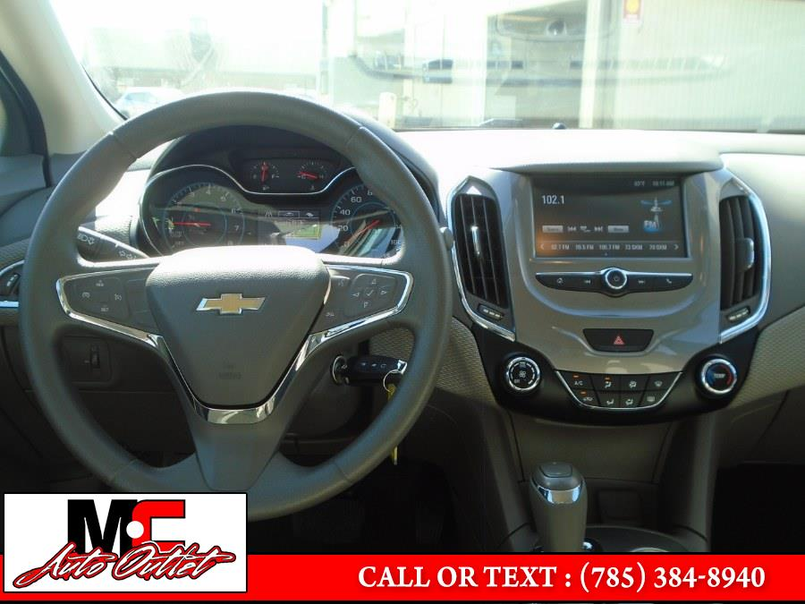 Used Chevrolet Cruze 4dr HB 1.4L LT w/1SD 2018 | M C Auto Outlet Inc. Colby, Kansas