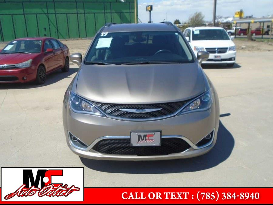 Used Chrysler Pacifica Touring-L FWD 2017   M C Auto Outlet Inc. Colby, Kansas