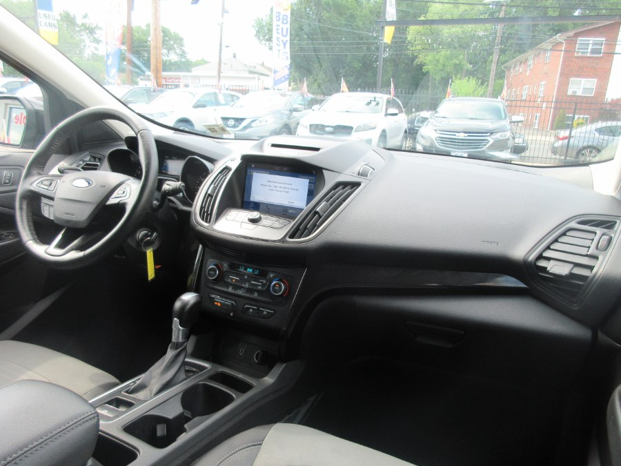 Used Ford Escape SE 4WD 2017   Route 27 Auto Mall. Linden, New Jersey