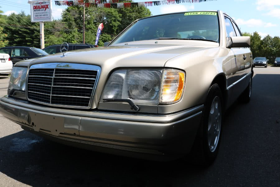Used 1994 Mercedes-Benz 300 Series in Bristol, Connecticut | Dealmax Motors LLC. Bristol, Connecticut