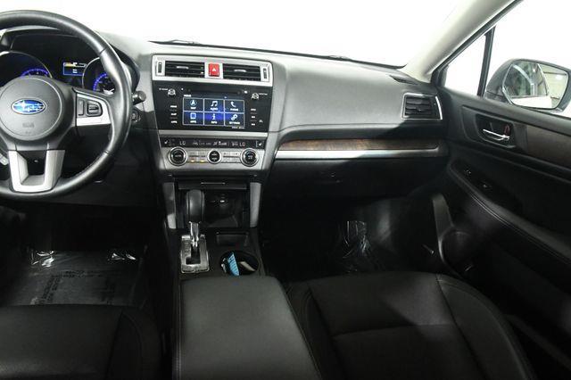2017 Subaru Outback Limited w/ Eyesight photo