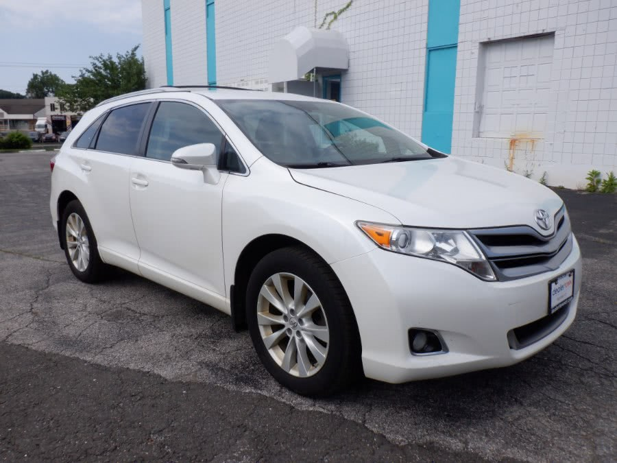 Used Toyota Venza 4dr Wgn I4 AWD LE (Natl) 2015 | Dealertown Auto Wholesalers. Milford, Connecticut