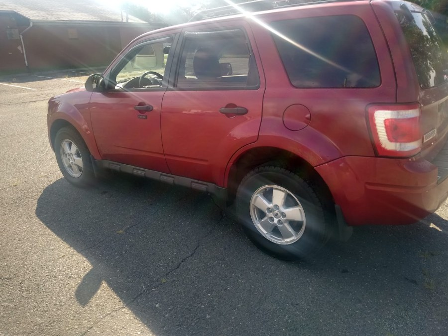 Used Ford Escape 4WD 4dr XLT 2012 | Payless Auto Sale. South Hadley, Massachusetts