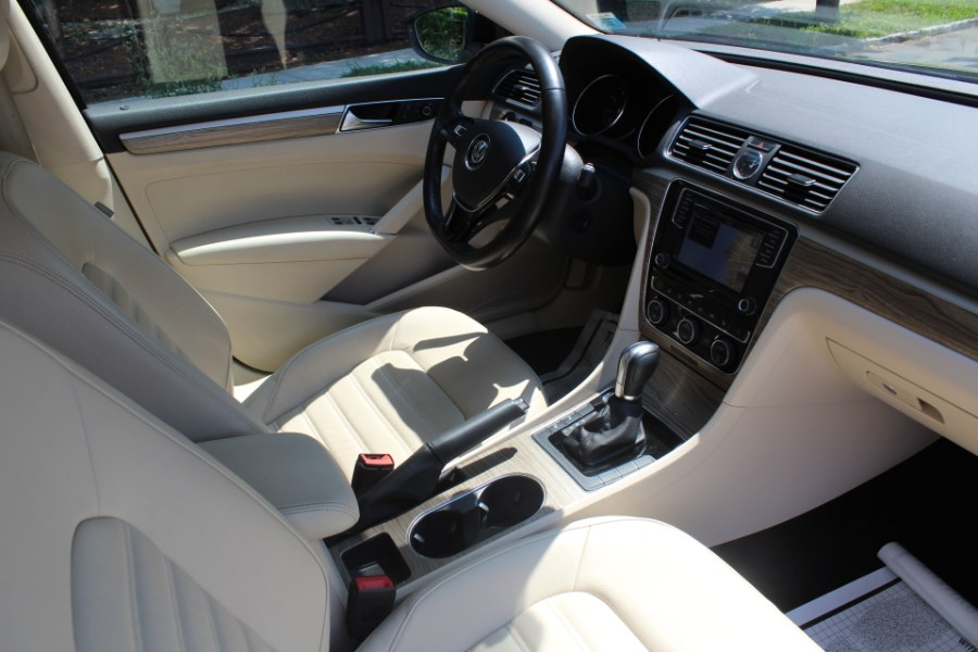 2017 Volkswagen Passat 1.8T SEL Premium Auto, available for sale in Great Neck, NY