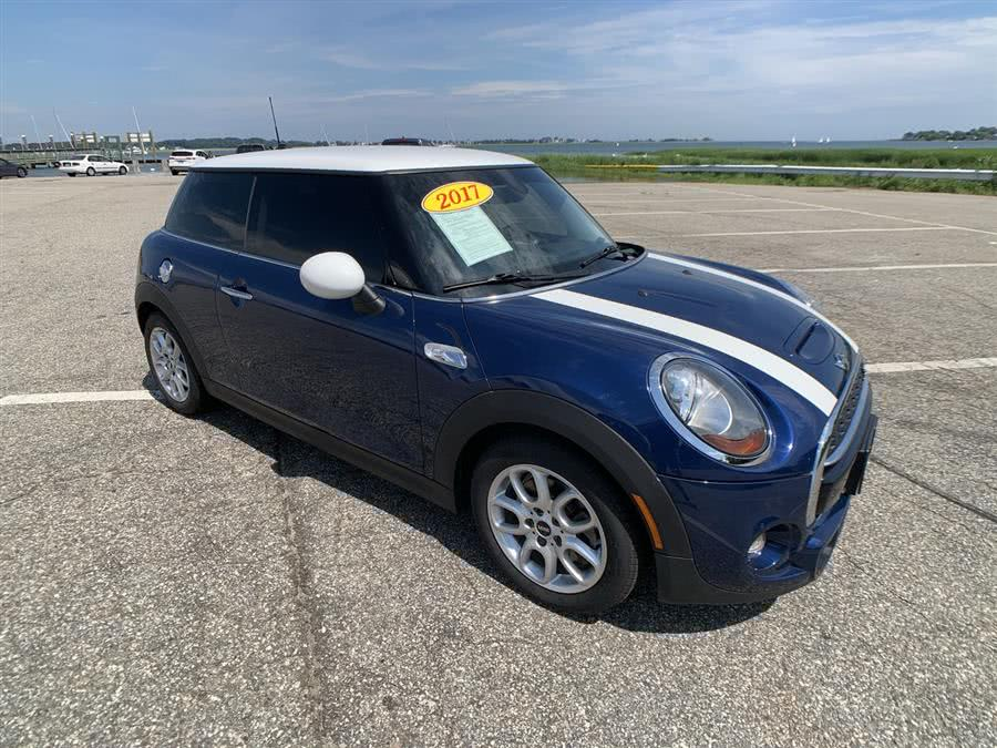 Used MINI Hardtop 2 Door Cooper S FWD 2017 | Wiz Leasing Inc. Stratford, Connecticut