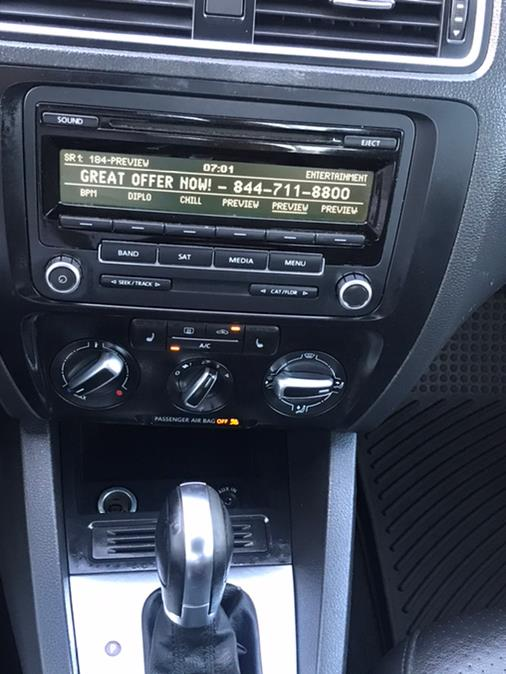 Used Volkswagen Jetta Sedan 4dr Auto SE w/Connectivity PZEV 2014 | CarMart Auto Services. Farmingdale, New York