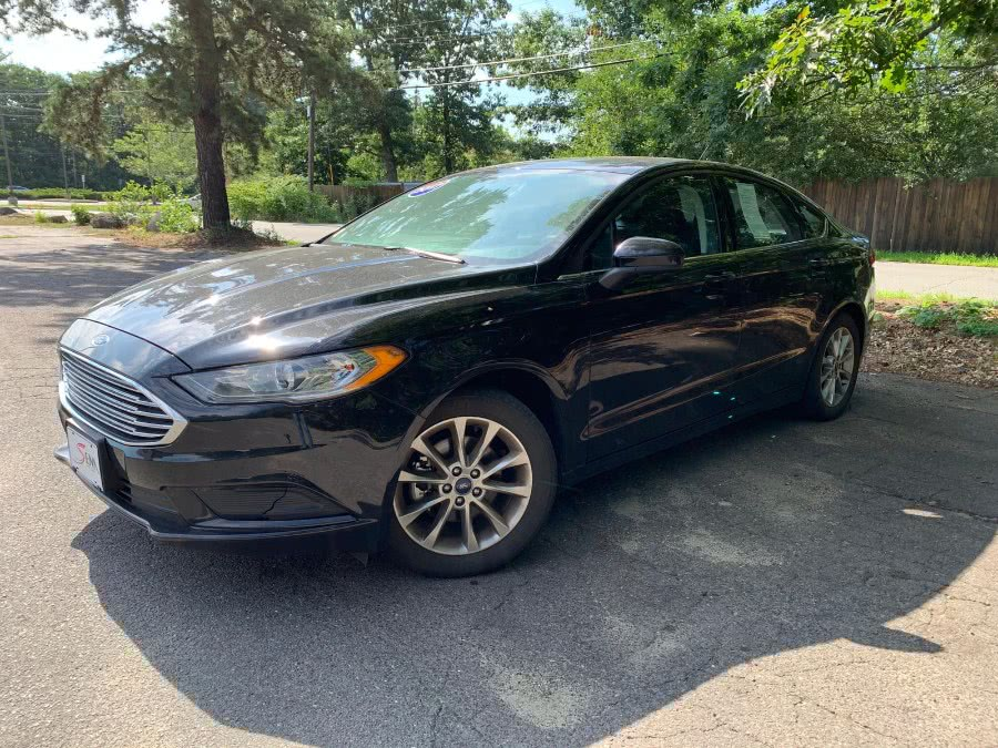 The 2017 Ford Fusion SE FWD photos