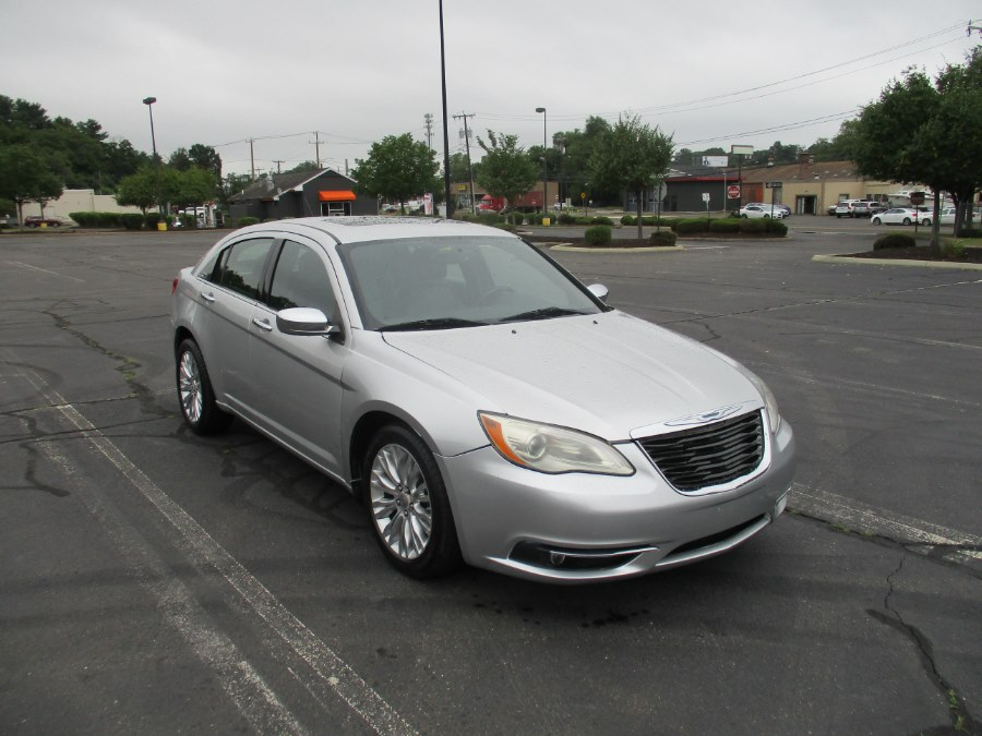 Used Chrysler 200 4dr Sdn Limited 2012 | Universal Motors LLC. New Britain, Connecticut