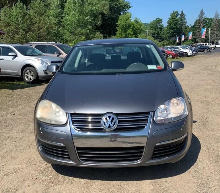 Used Volkswagen Jetta Sedan 4dr Value Edition Auto 2006 | Payless Auto Sale. South Hadley, Massachusetts