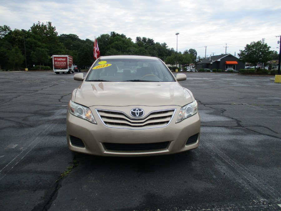 Used Toyota Camry 4dr Sdn I4 Auto LE 2011 | Universal Motors LLC. New Britain, Connecticut