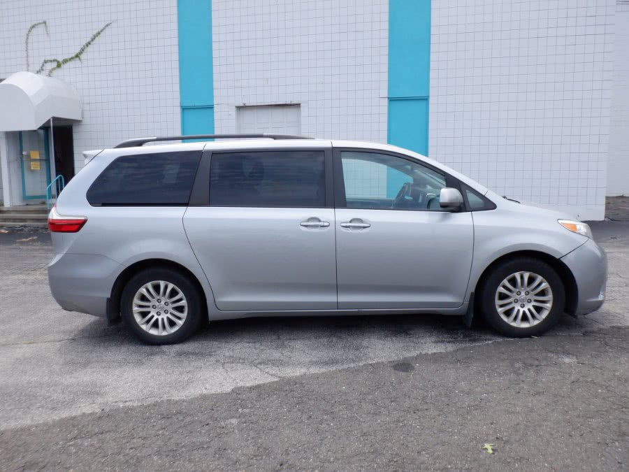 Used Toyota Sienna 5dr 8-Pass Van XLE FWD (Natl) 2015 | Dealertown Auto Wholesalers. Milford, Connecticut