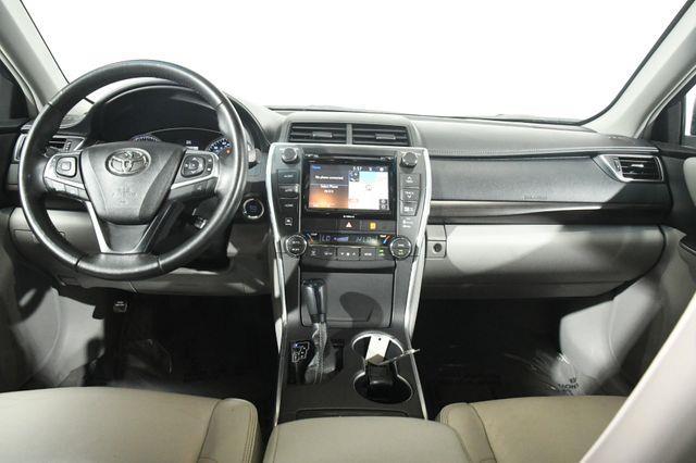 2016 Toyota Camry XLE photo
