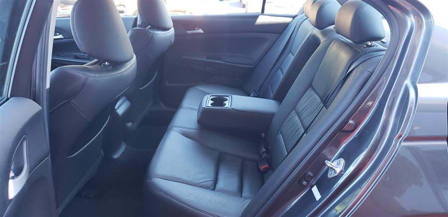Used Honda Accord Sdn 4dr Auto SE 2011 | National Auto Brokers, Inc.. Waterbury, Connecticut