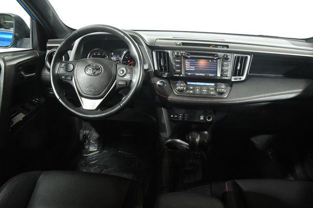 2017 Toyota RAV4 SE w/ Blind Spot/ Safety Tech photo