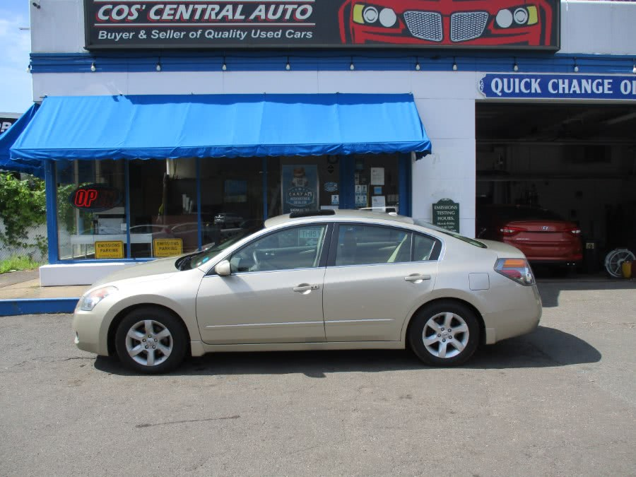 Used 2009 Nissan Altima in Meriden, Connecticut | Cos Central Auto. Meriden, Connecticut