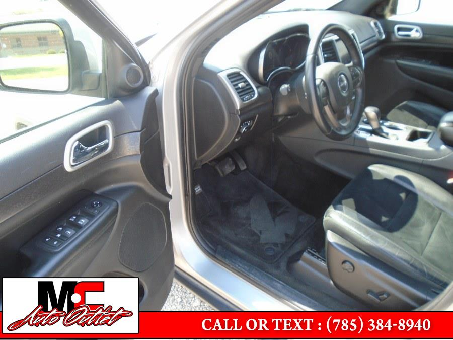 Used Jeep Grand Cherokee Laredo 4x4 2018   M C Auto Outlet Inc. Colby, Kansas