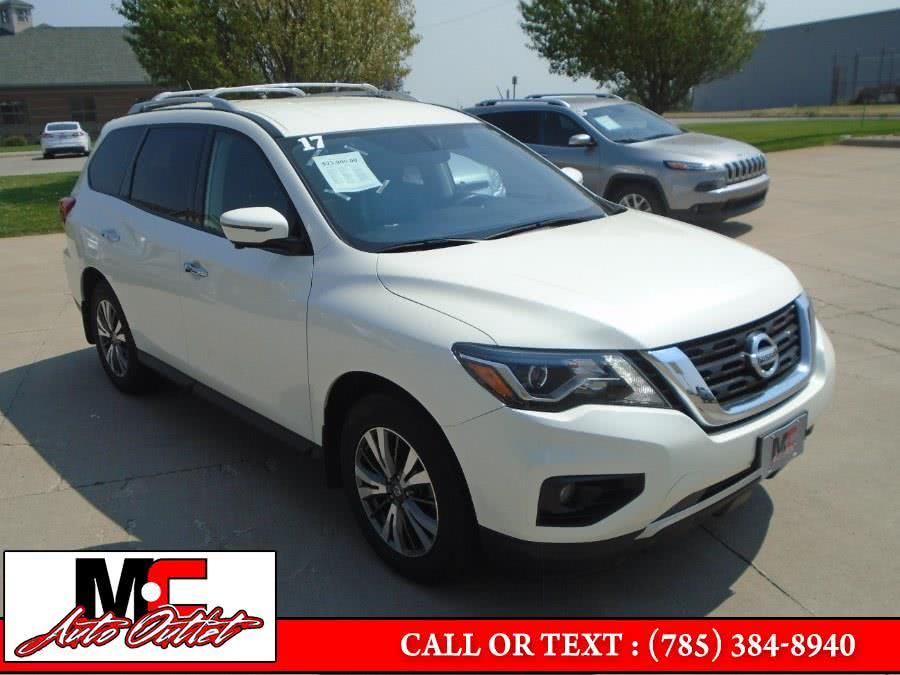 Used 2017 Nissan Pathfinder in Colby, Kansas | M C Auto Outlet Inc. Colby, Kansas