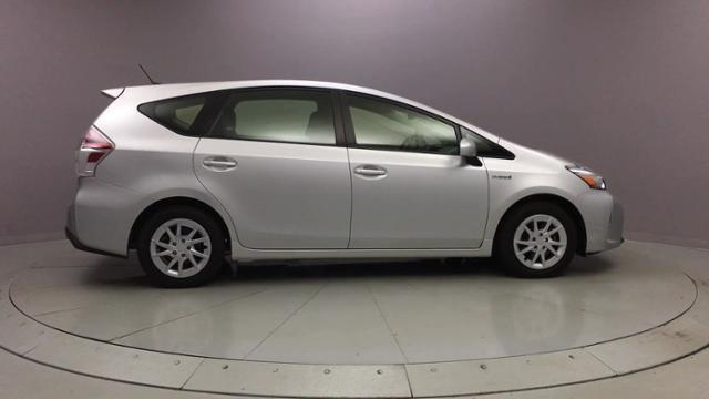 Used Toyota Prius v 5dr Wgn Five 2015 | J&M Automotive Sls&Svc LLC. Naugatuck, Connecticut
