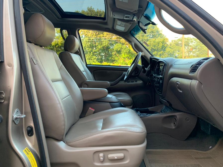 Used Toyota Sequoia 4dr SR5 4WD (Natl) 2006 | Danny's Auto Sales. Methuen, Massachusetts
