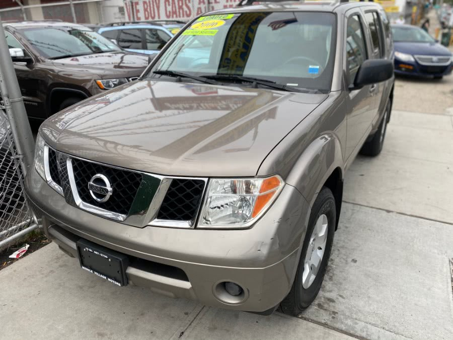 Used 2006 Nissan Pathfinder in Middle Village, New York | Middle Village Motors . Middle Village, New York