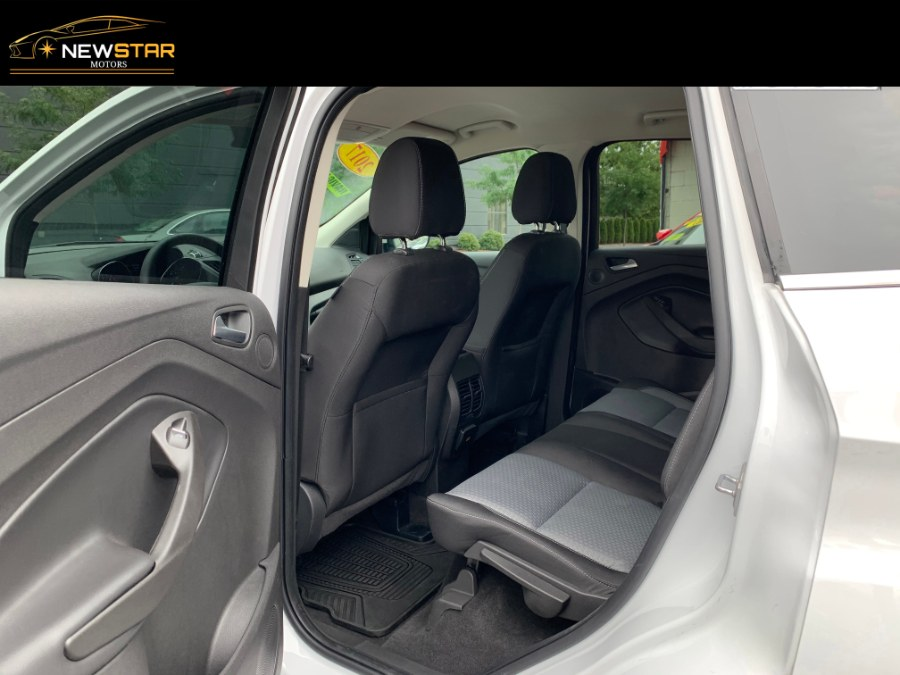 Used Ford Escape SE 4WD 2017 | New Star Motors. Chelsea, Massachusetts