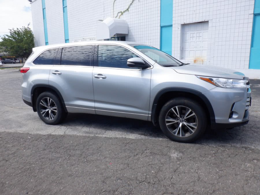 Used 2017 Toyota Highlander in Milford, Connecticut | Dealertown Auto Wholesalers. Milford, Connecticut