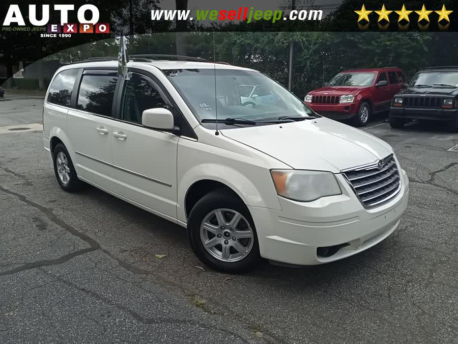 Used 2009 Chrysler Town & Country in Huntington, New York | Auto Expo. Huntington, New York