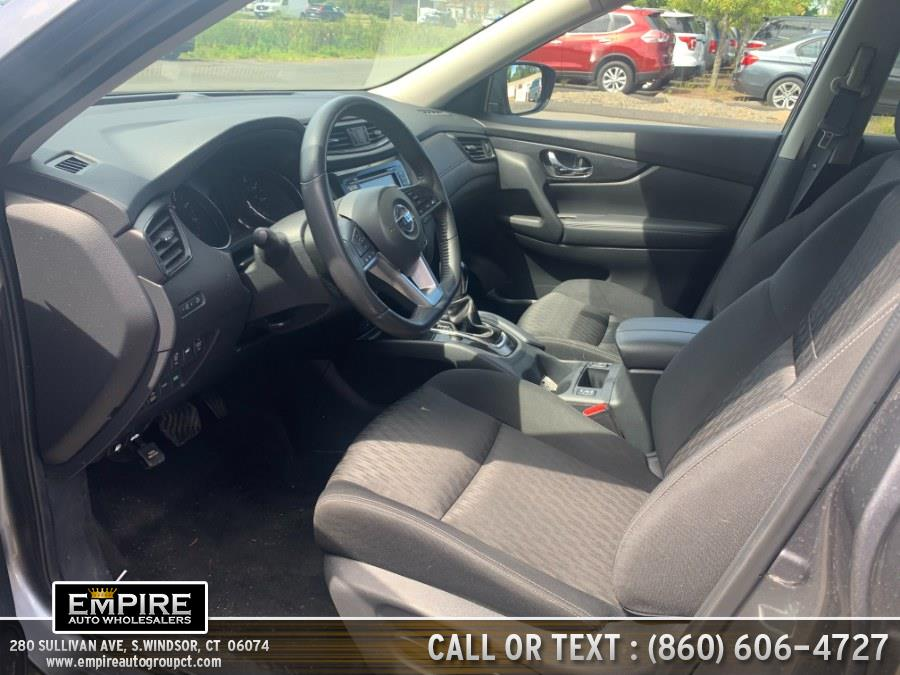 2017 Nissan Rogue AWD SV photo