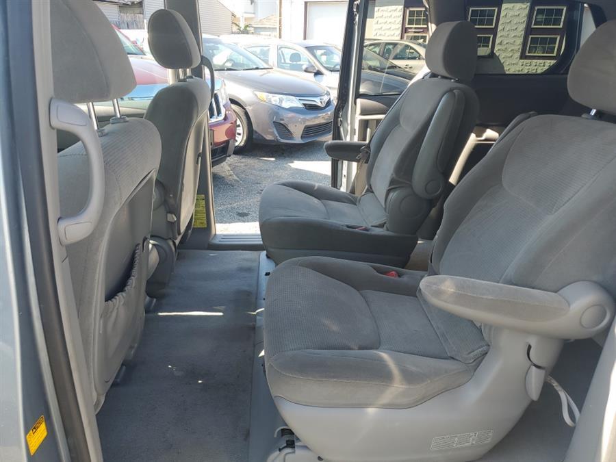 Used Toyota Sienna 5dr LE AWD 2004 | Absolute Motors Inc. Springfield, Massachusetts
