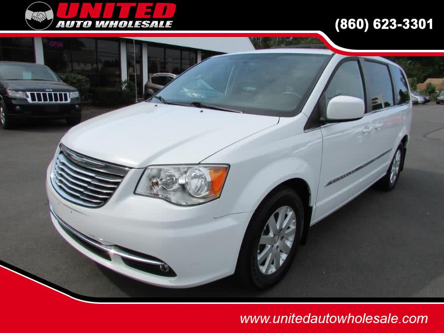 Used 2015 Chrysler Town & Country in East Windsor, Connecticut | United Auto Sales of E Windsor, Inc. East Windsor, Connecticut