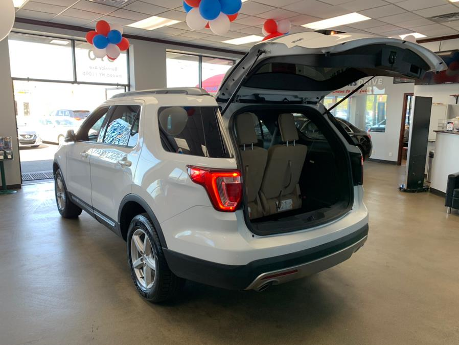 Used Ford Explorer XLT 4WD 2017 | 5 Towns Drive. Inwood, New York