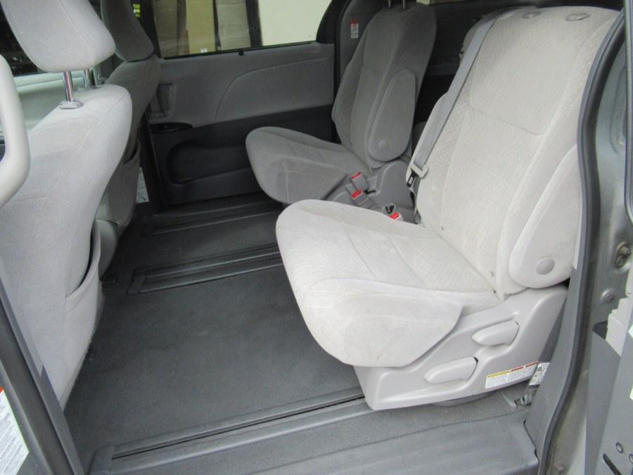 Used Toyota Sienna LE FWD 8-Passenger (Natl) 2019 | Pepmore Auto Sales Inc.. Woodside, New York