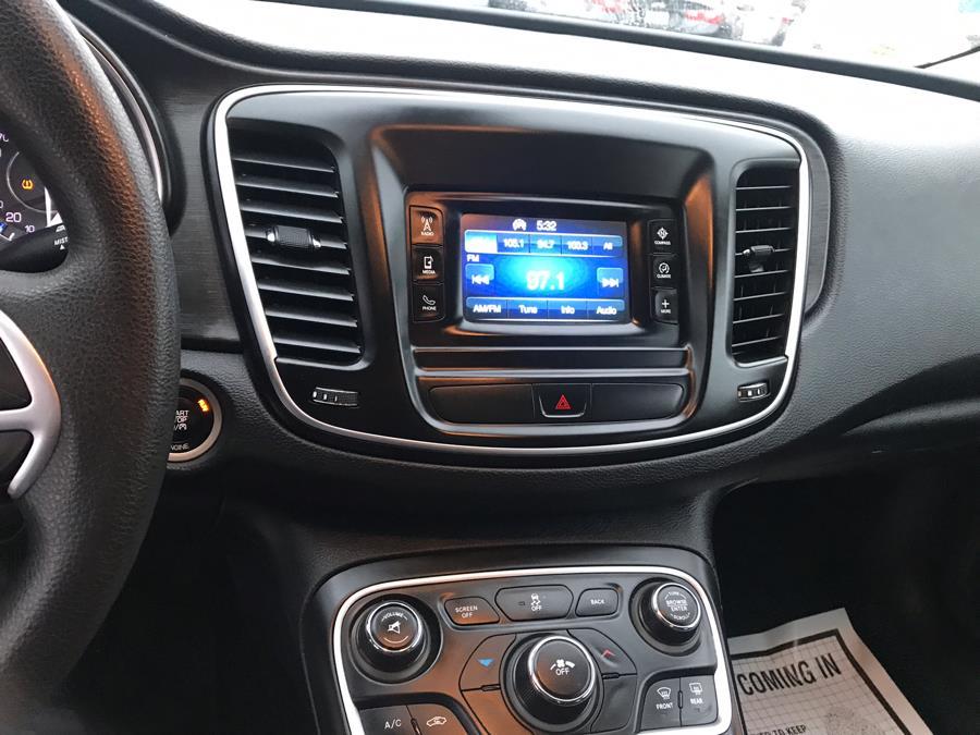 Used Chrysler 200 4dr Sdn Limited FWD 2015 | Brooklyn Auto Mall LLC. Brooklyn, New York
