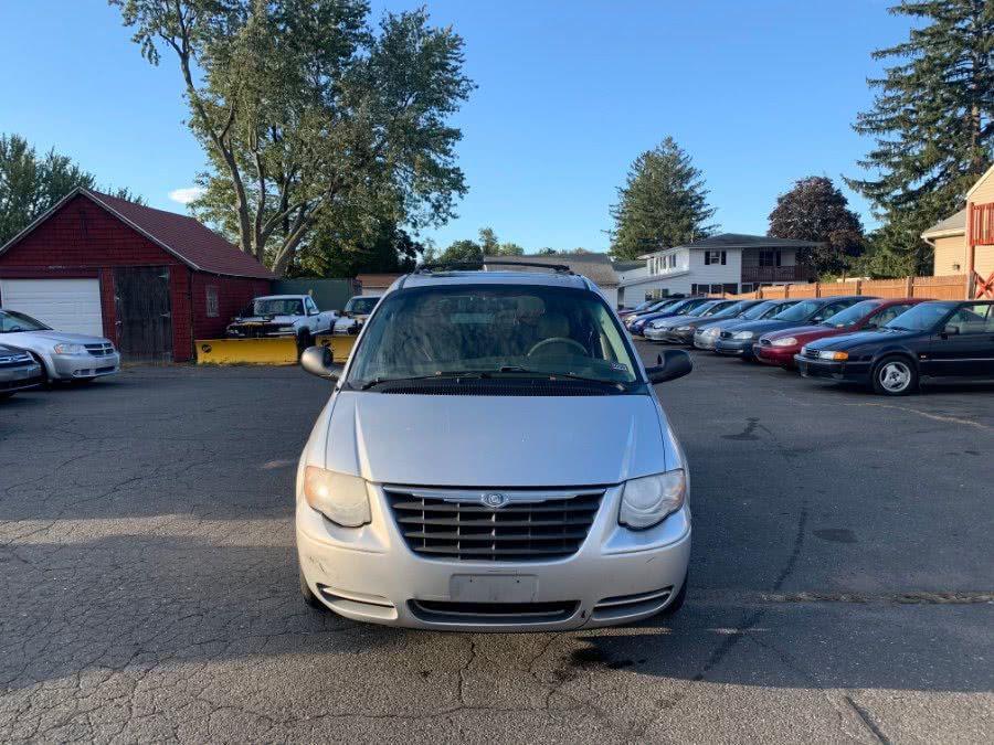 Used 2006 Chrysler Town & Country LWB in East Windsor, Connecticut | CT Car Co LLC. East Windsor, Connecticut