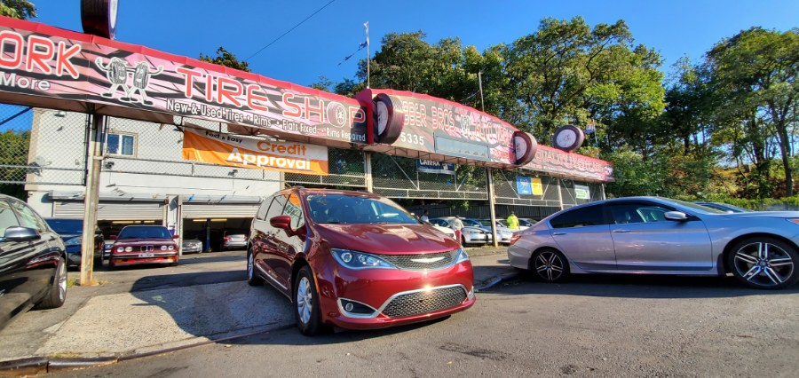 Used Chrysler Pacifica Touring-L FWD 2017   Rubber Bros Auto World. Brooklyn, New York