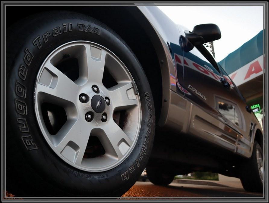 "Used Ford Explorer 4dr 114"" WB 4.0L Eddie Bauer 4WD 2004 | My Auto Inc.. Huntington Station, New York"
