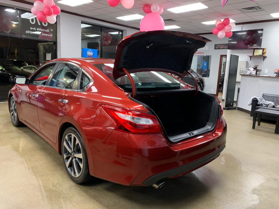 Used Nissan Altima SR 4dr Sdn I4 2.5 SR 2016 | 5 Towns Drive. Inwood, New York